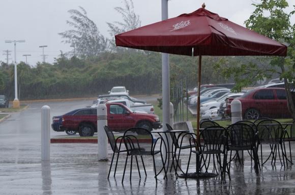 グアムのスコール(雨期)